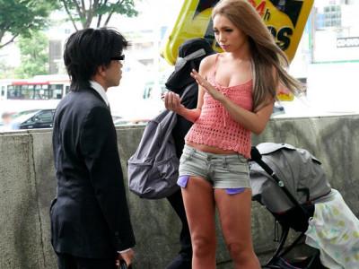 【長身ギャル中出し】素人おじさんを逆ナンのお姉さん企画!『今から私とセックスしませんか??』スケベ提案の長身美女!