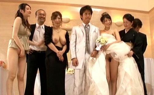 露出結婚式のヤバイやつw人妻、熟女、女子高生の誰でも性交可能の変態企画!!人前でヤリまくる痴女お姉さんたちww