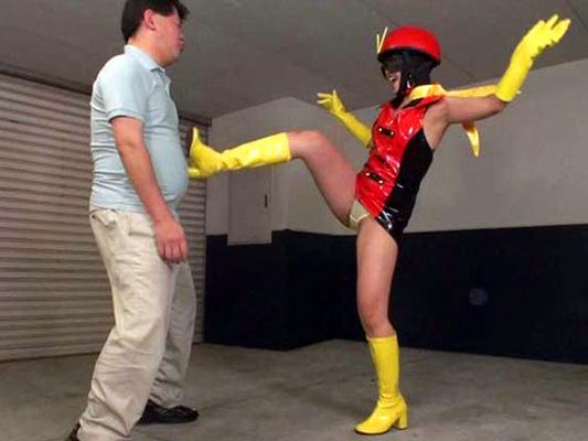 【ヒロイン企画】痴女お姉さんがオシッコで悪者を撃退!キックや尿で成敗!変態コスがナイス!騎乗位のデカ尻プレイでアクメw