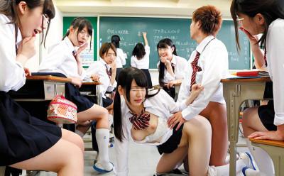 【痴女JK企画】授業中にハーレム大乱交開始!素人な美少女女子高生達が制服着衣でヤリまくりな学校生活w
