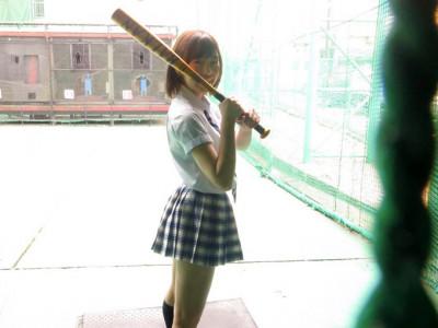 【美少女AV女優デビュー】JK制服コスプレの素人娘をハメ撮り!潮吹き制服着衣セックスwww