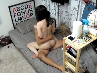 【ロリ盗撮】黒髪で色白な美乳の美少女と自宅で即ハメwデカチン巨根で痙攣アクメww