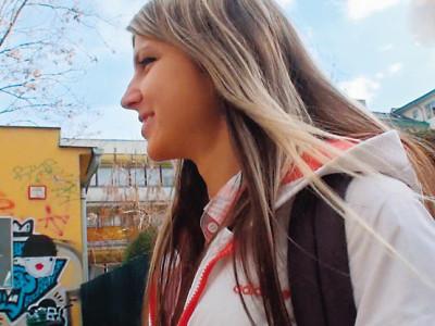 外人の美少女を女子高生コスプレ着衣でハメ撮り!ロリ尻穴を調教w