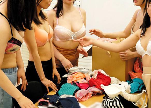 巨乳おっぱいなお姉さんとランジェリー着衣でハーレムセックスな企画w