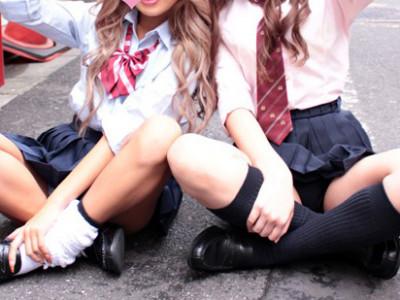 女子高生とハメ撮り!コスプレ着衣の女子校生に巨根挿入で痙攣アクメw