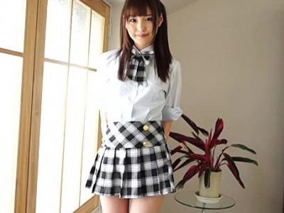 美少女アイドルAV女優!制服ミニスカ着衣で貧乳胸チラやパンチラで誘惑w