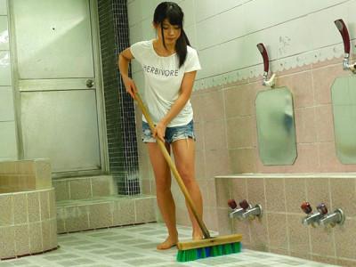 【ヤリマン素人】『おちんちん今日はいっぱい見られるかな♡』美少女ロリお姉さんが銭湯企画