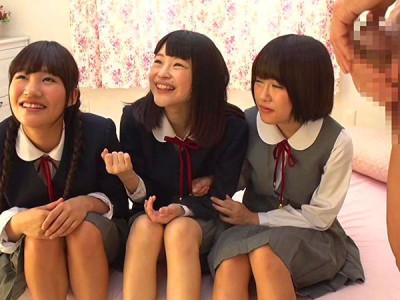 【素人企画】『ちんちん初めて見たぁ♡』ロリな制服美少女たちにデカチン巨根を見せつけるw