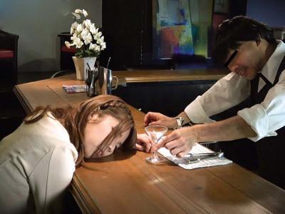 《媚薬企画》『よしよし薬が効いたようだな…』美少女お姉さんに薬を盛って強姦企画