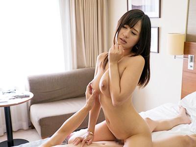 『おまんこに入れて欲しくなっちゃいましたぁ〜♡』美人なお姉さんをナンパして素股からの本番セックスw