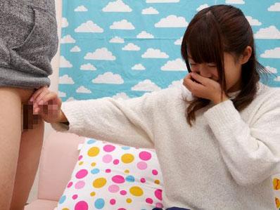 《素人企画》「初対面の人のおちんちん触るの恥ずかしいな〜♡」美少女なロリお姉さんをナンパ企画
